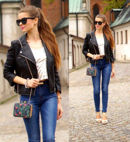 svart petite jacka med blå skinny jeans