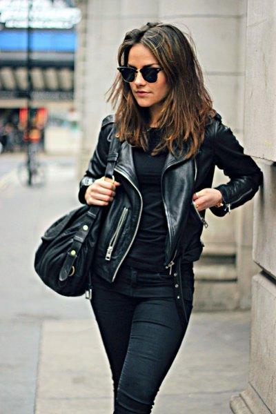 Motojacka med svart outfit