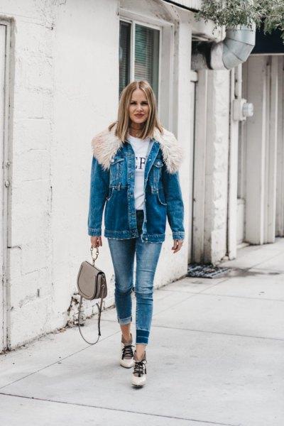 Jeansjacka med blå pälskrage och smala jeans