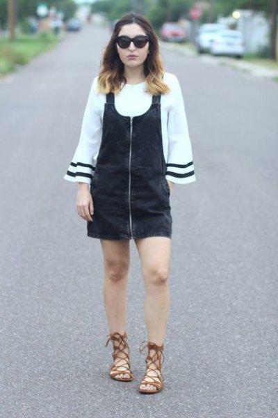 vit långärmad blus med svart klänning och sandaler