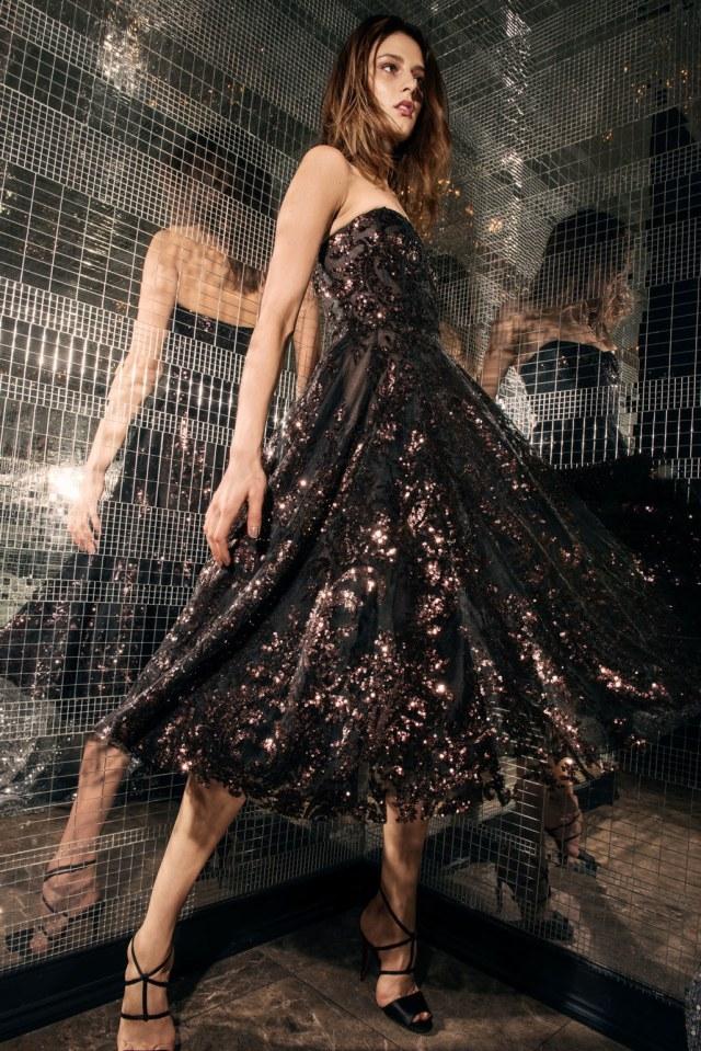 svart axelbandslös klänning eleganta paljetter