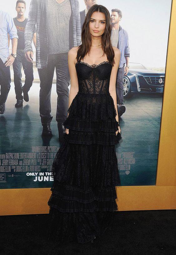 svart axelbandslös klänning elegant spets