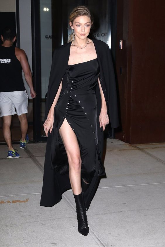 svart axelbandslös klänning elegant upptagen