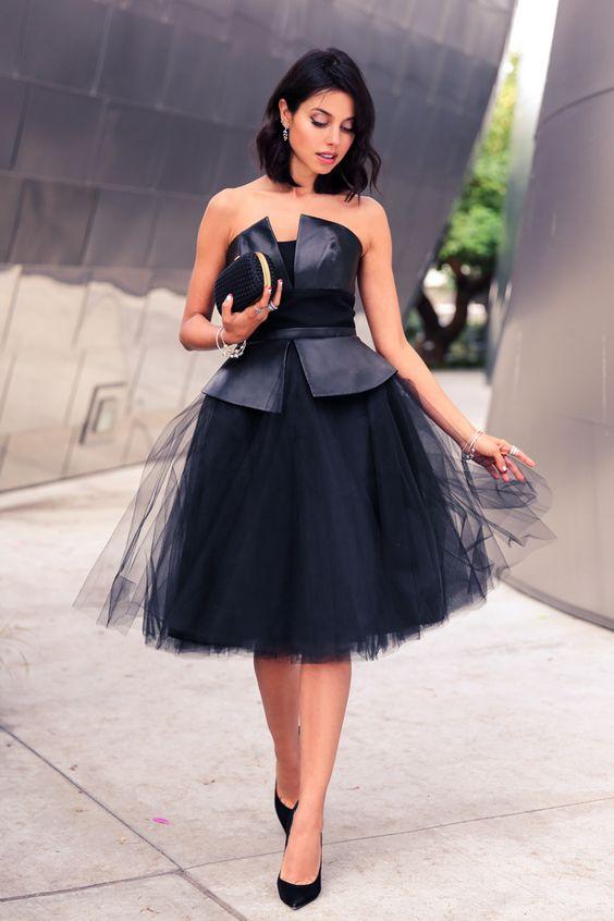 svart axelbandslös klänning elegant lädermode