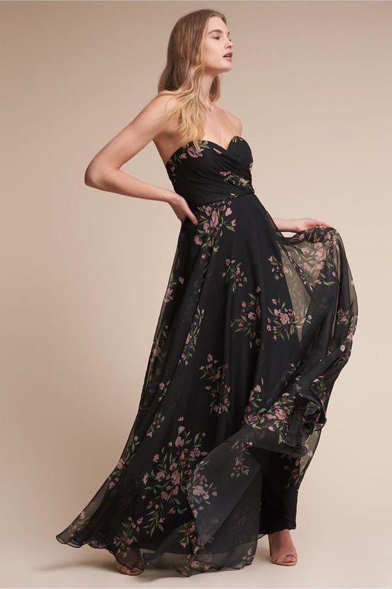 svart axelbandslös klänning vardagligt blommig