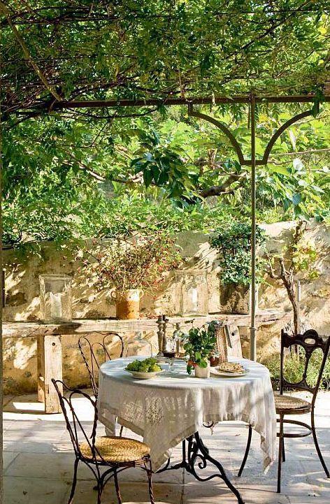 34 Raffinerade Provence-inspirerade terrassdekorationer |  DigsDigs.