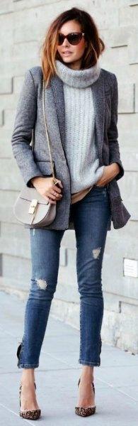grå turtleneck tröja med turtleneck