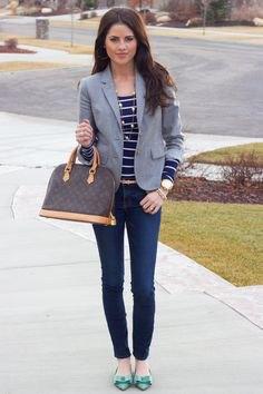 mörkblå och vit randig t-shirt skinny jeans