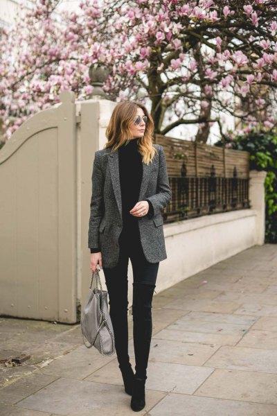grå tweed blazer svart turtleneck tröja