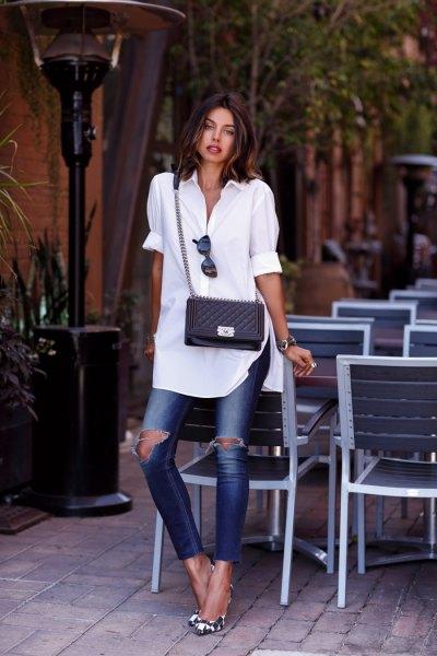 vit tunikaskjorta med muddar och rippade skinny jeans
