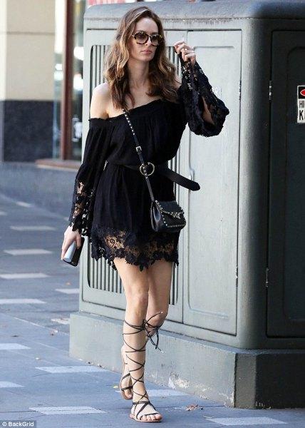 off shoulder svart spets klänning gladiator sandaler