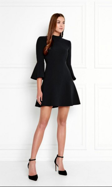 svart skridsko klänning med tre fjärdedelar ärmar