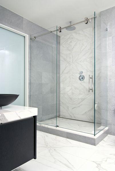 Välkommen till Artistic Tile    Duschglas skjutdörr, badrum.