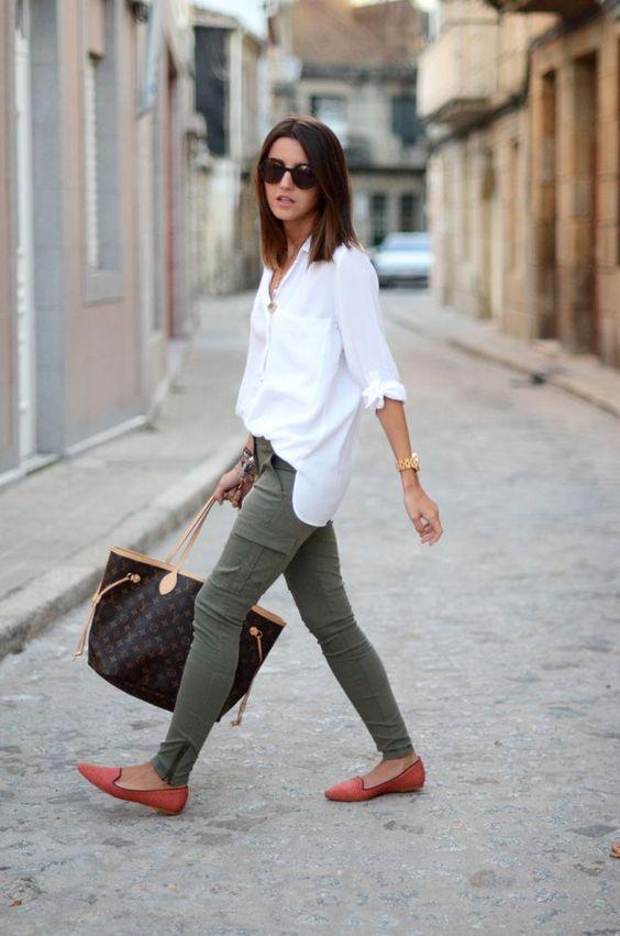 grön skinny jeans vit skjorta