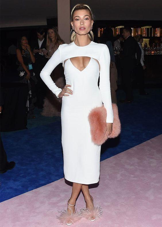 vit utskuren klänning passform