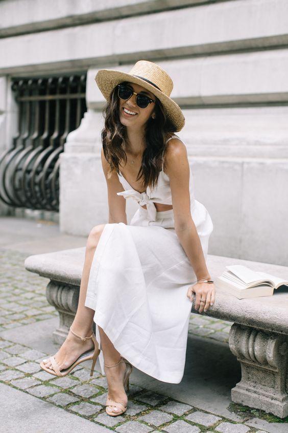 vit klippt ut klädknut