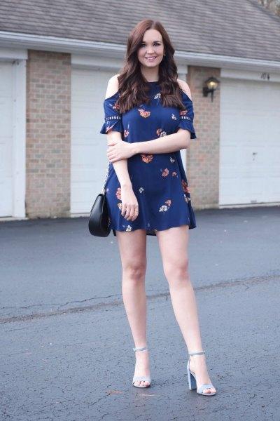 svart bodycon mini bodycon klänning med långa ärmar och mörkblå sandaler