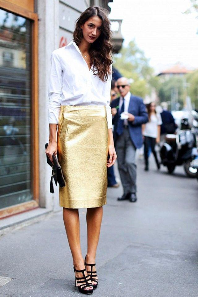 Vit skjorta i guldkjol