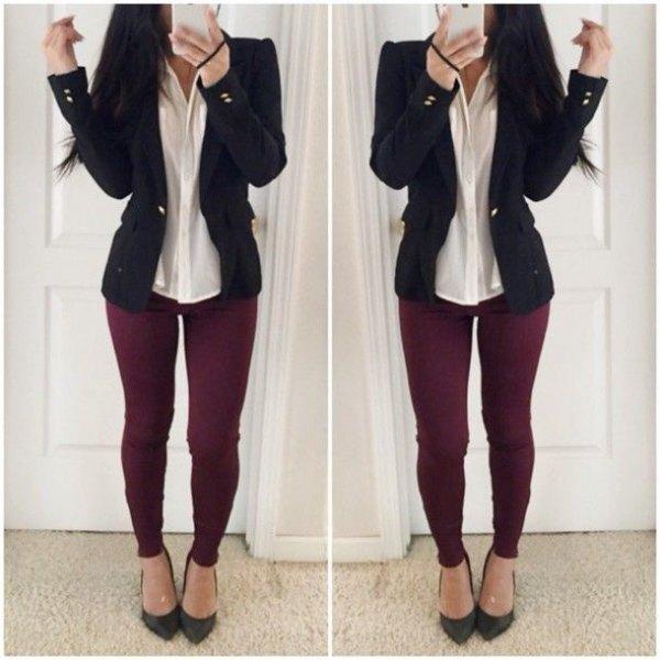 svart kavaj med vit skjorta och burgundy leggings