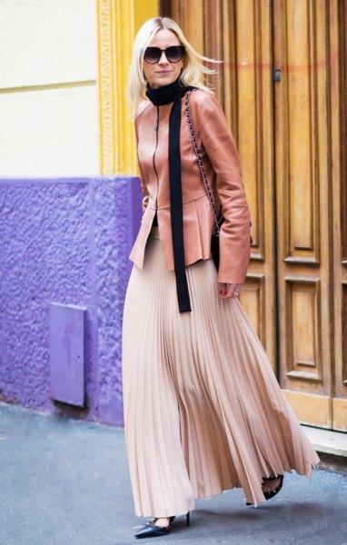 Rouge rosa läderjacka med rosa guldfärgad maxikjol
