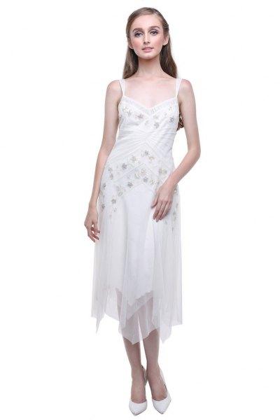 vit, blommig broderad midi chiffongklänning med låg snitt