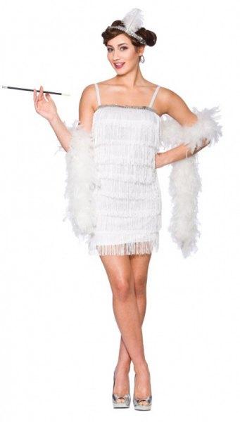 vit miniklänning med fuskpäls över axlarna