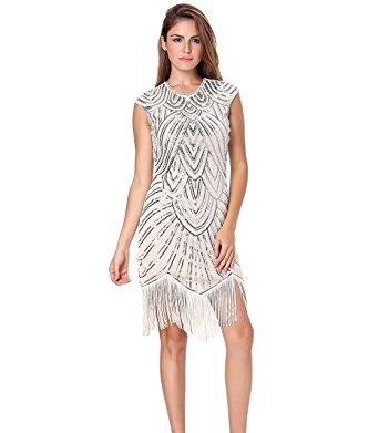 ärmlös miniklänning gjord av paljetter i vitt och silver