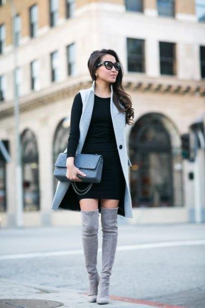 grå lång ärmlös väst, svart skiftklänning
