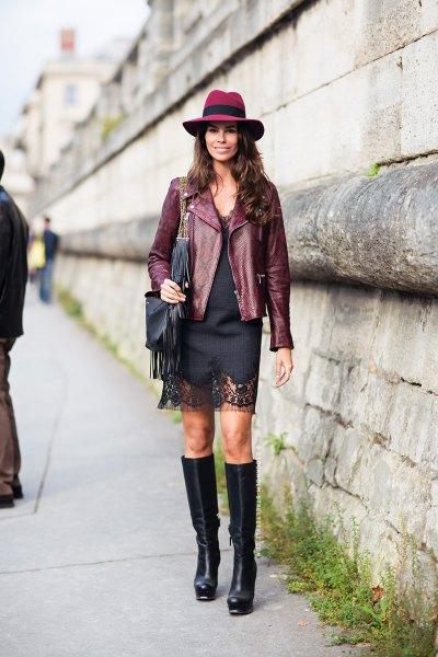 Läderkavaj med svart miniklänning och filthatt