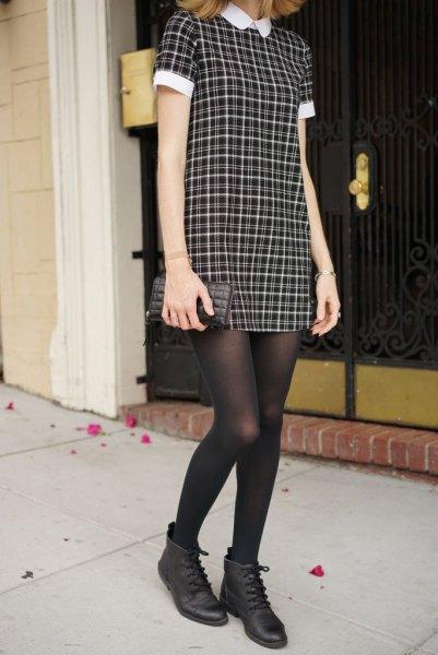 svartvit rutig krage klänning med strumpor och läder ankel stövlar
