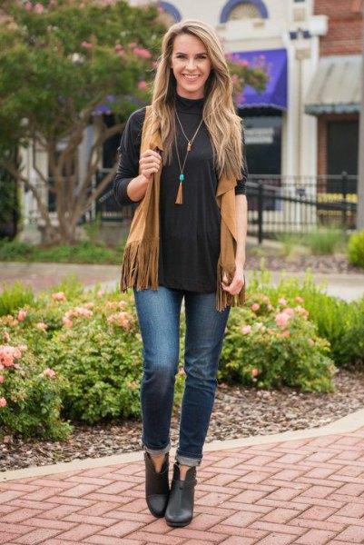 svart långärmad t-shirt kamelväst med rund hals