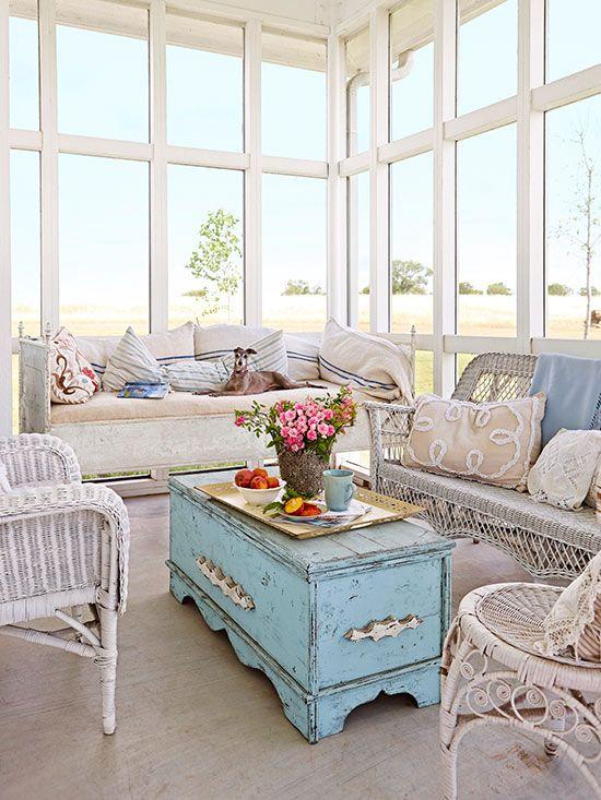 26 And Inspiring Vintage House Sunroom Decor Ide