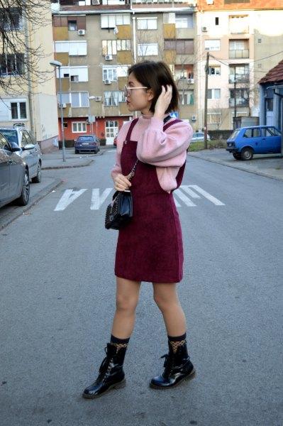 rosa tröja läder stövlar outfit