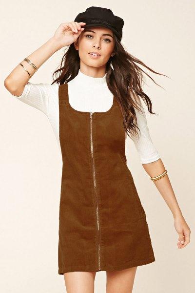 brun sladdklänning med dragkedja framtill