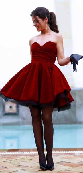 Burgundy älskling halsringning och flare mini klänning