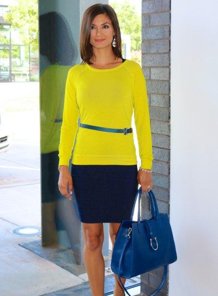 Citrongul långärmad T-shirt med blått smalt bälte