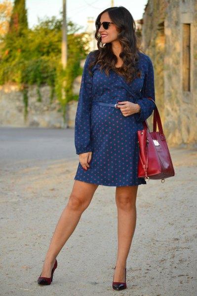 blå långärmad prickig miniklänning med matchande bälte