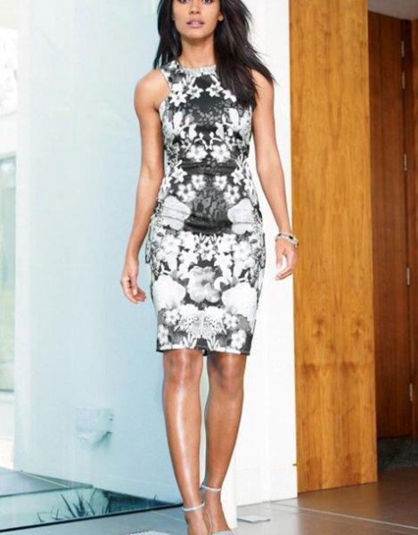svartvitt blommig halterneck miniklänning