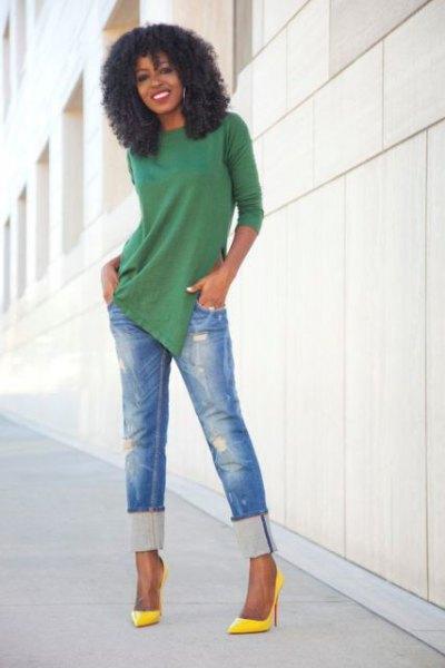 grön tunika skjorta med blå snitt, smala jeans