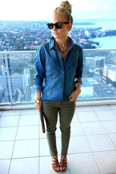 blå jeansskjorta med gröna jeans