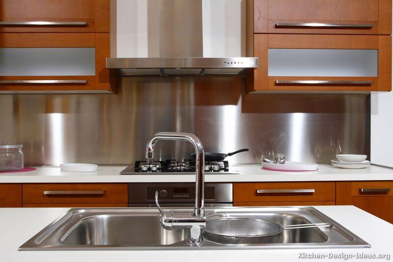 Bilder på kök - moderna köksskåp i medelstort trä.