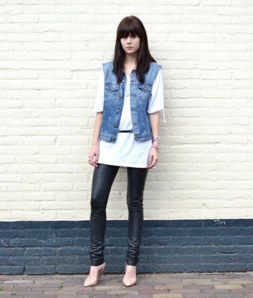 vit, lång, överdimensionerad t-shirt med ärmlös blå jeansjacka