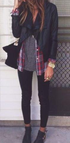 svart jacka med grå t-shirt och rutig pojkvänströja