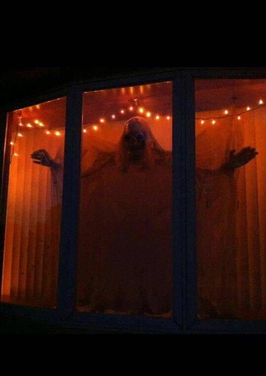 Bra idé för ett burspråk.  RR    Halloween fönster dekorationer.