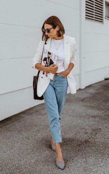 Blazer med mamma jeans och svarta och vita rutiga klackar