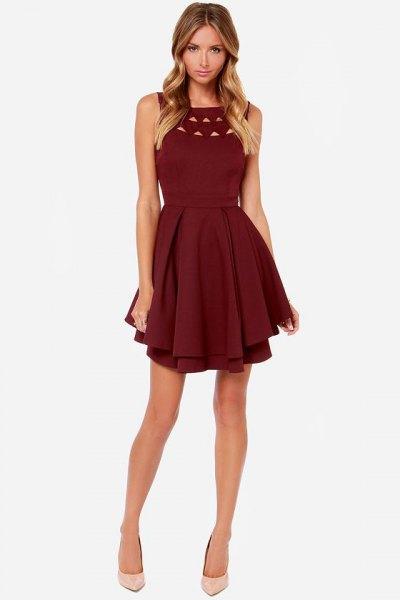 burgundy ruffled cocktailklänning med ringning