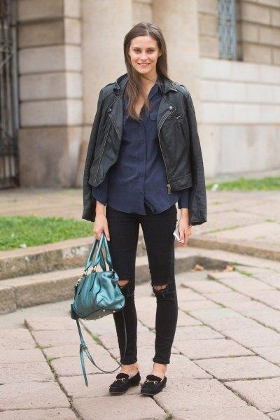 svart skinnjacka med mörkblå skjorta med knappar