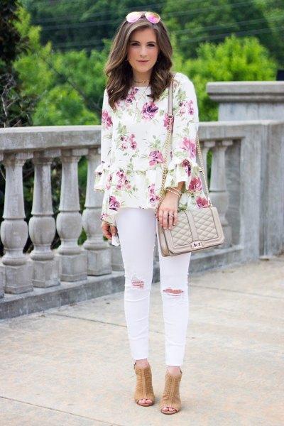 vit blus med blekrosa skinny jeans