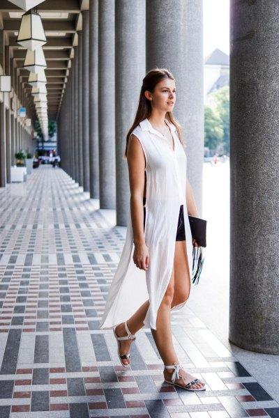 vit ärmlös chiffong maxi longline blus med svarta mini shorts