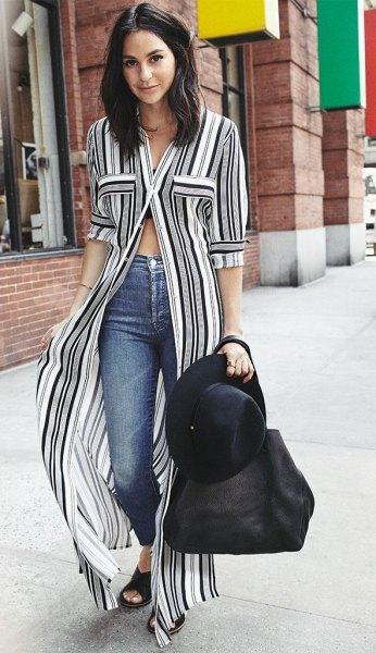 svartvit randig maxi-blus med knappar och halva ärmar och jeans
